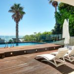 Medburn Alcove - Deck with sun loungers