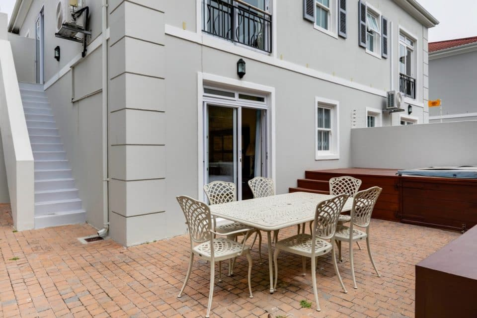Berkley Place - Outdoor seating