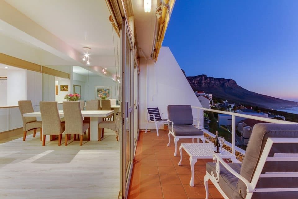 Águila Views - Dining area & Mountain views