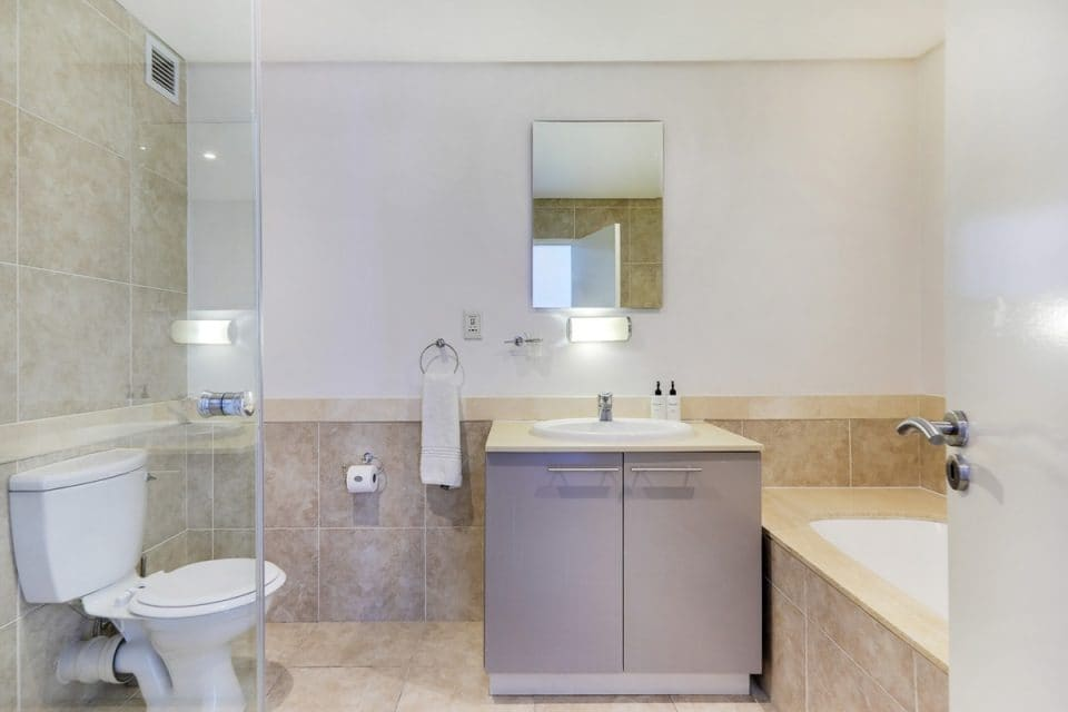 Dunmore Place - Master bathroom