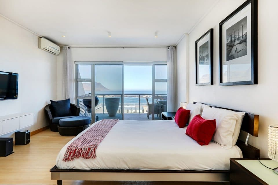 Dunmore Place - Master bedroom with balcony