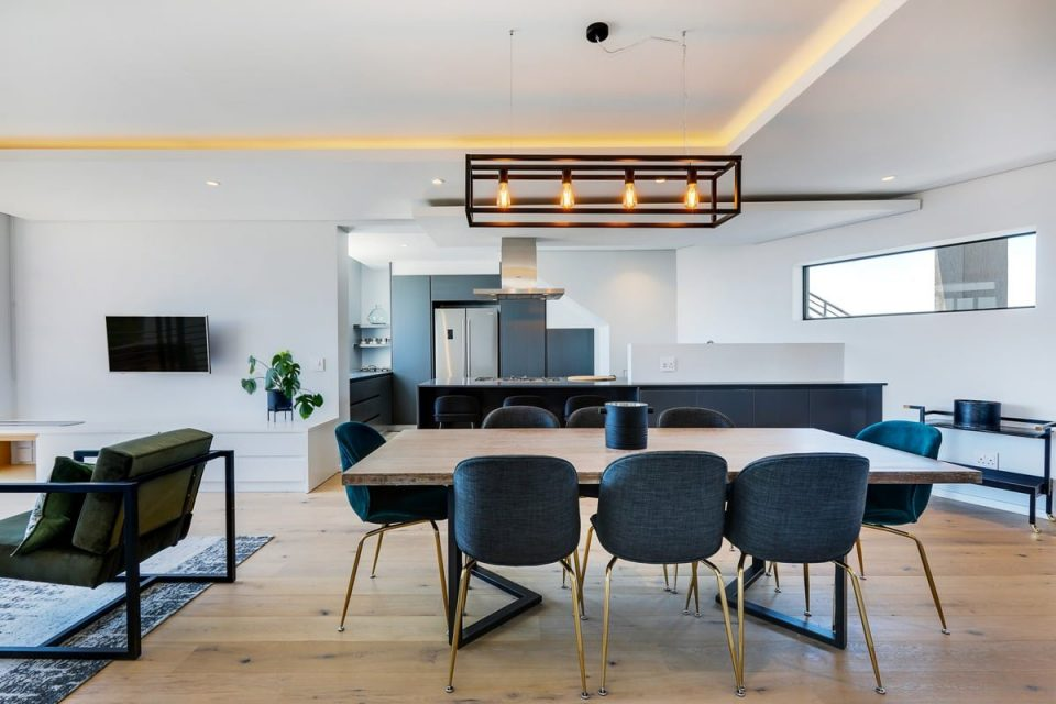 Penthouse on S - Dining table