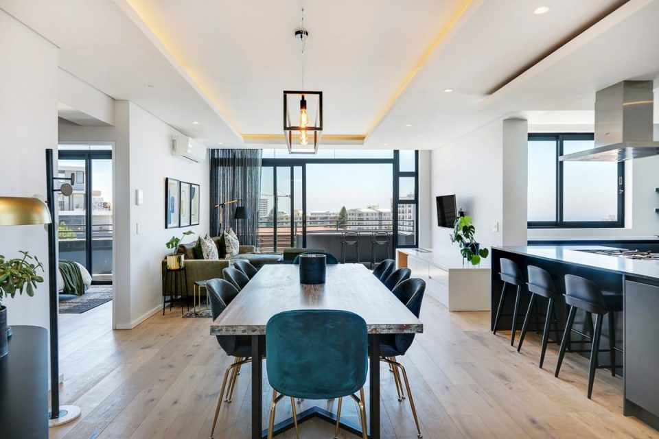 Penthouse on S - Dining table and view
