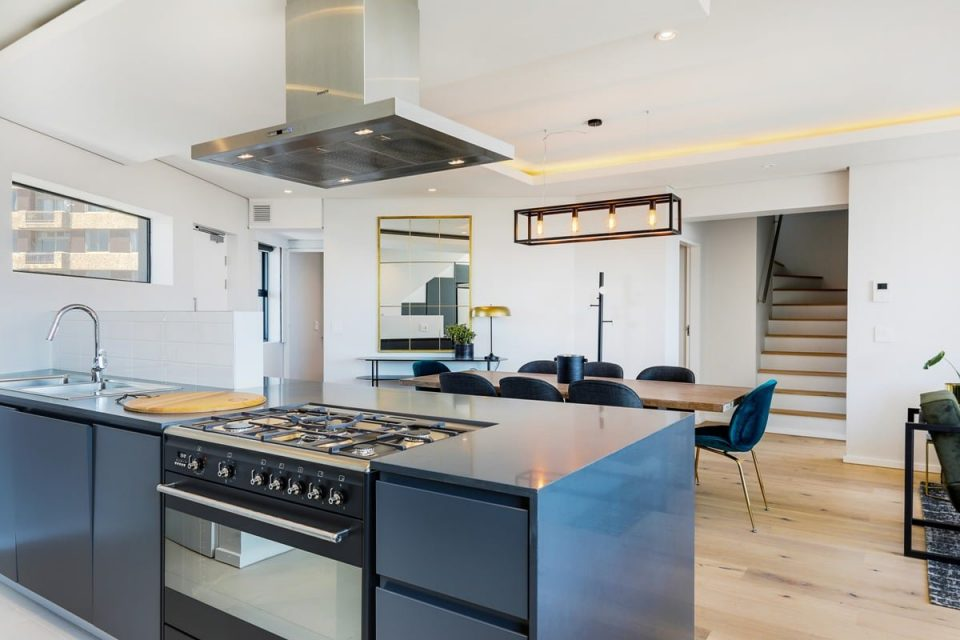 Penthouse on S - Kitchen and dining