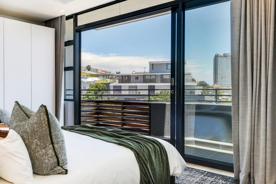 Penthouse on S - Second bedroom with view