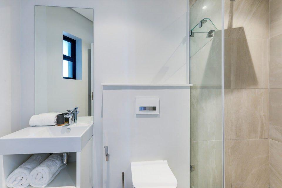Penthouse on S - Third bathroom