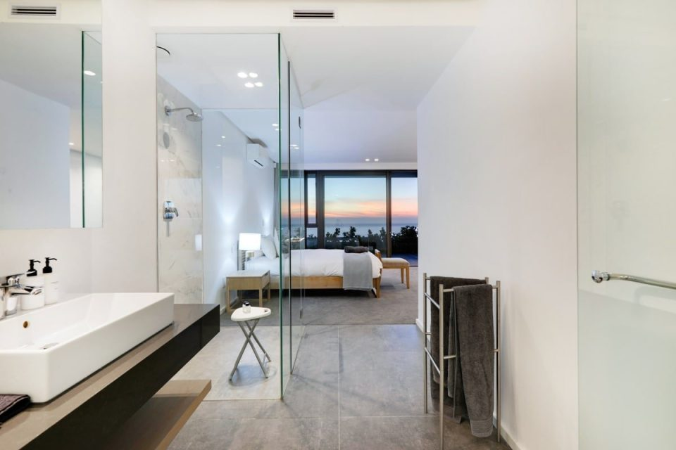 Skyline Views - En-suite to third bedroom