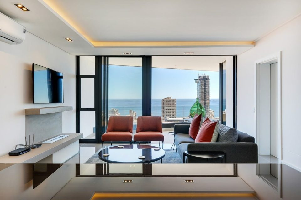 Solis 402 - Living area with TV