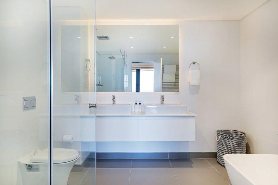 Solis 402 - Master bathroom