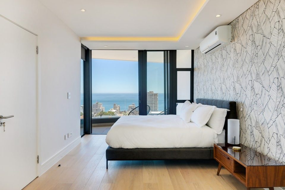 Solis 402 - Master bedroom and view