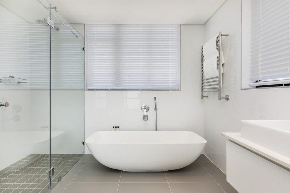 Solis 402 - Second Bathroom