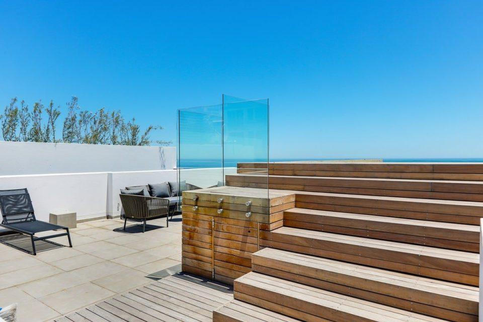 Solis 402 - Swimming pool deck