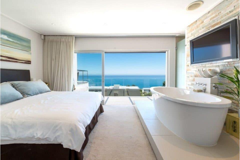 Underberg - Master bedroom En-suite