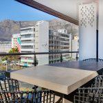 Danbury on Loop  - Balcony dining