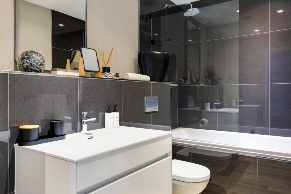 Danbury on Loop  - Bathroom