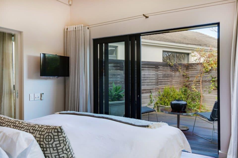 Eames Villa - Master bedroom
