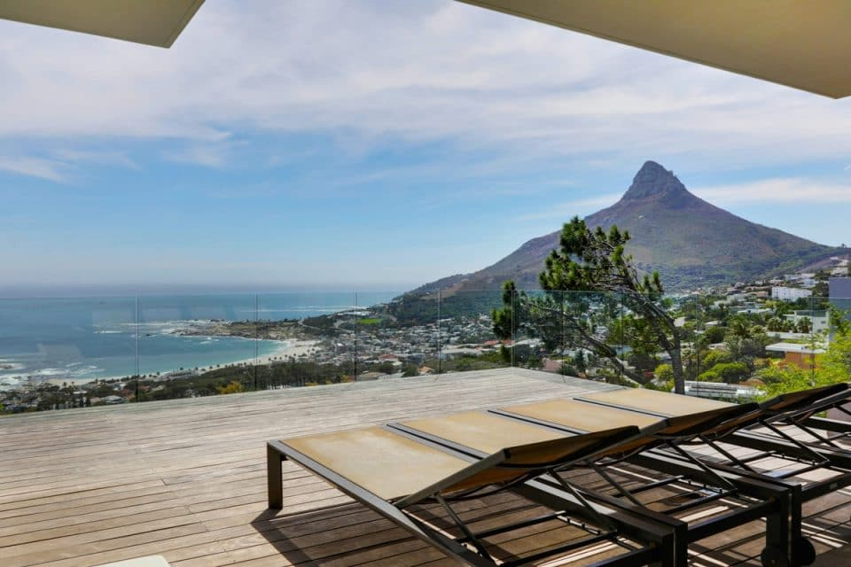 Halo Villa - Deck & Sun loungers