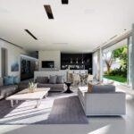 bond-house-164027738