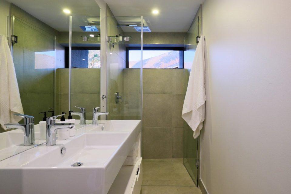 Quendon Penthouse - Bathroom