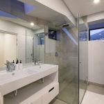 Quendon Penthouse - Second bedroom bathroom