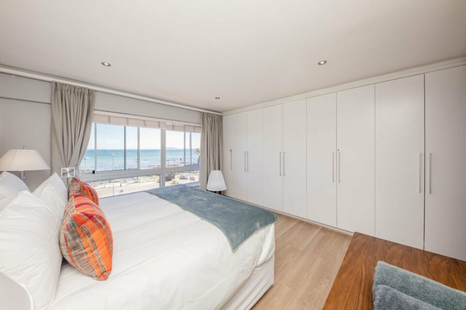 Atlantic Views - Main bedroom