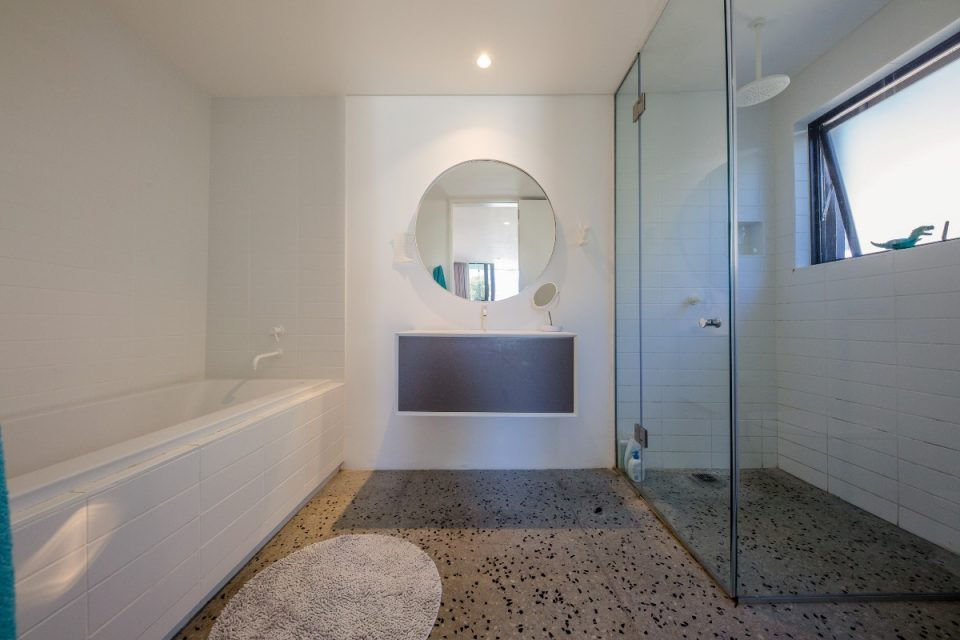 Bakoven Hideaway - Bathroom