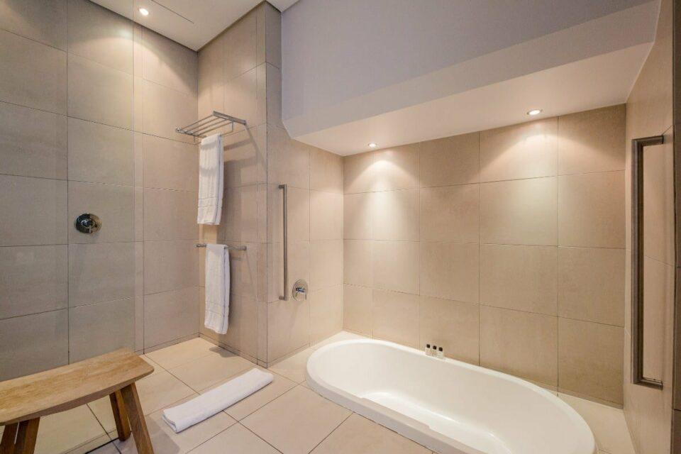 Loader Apartment - Master bathroom