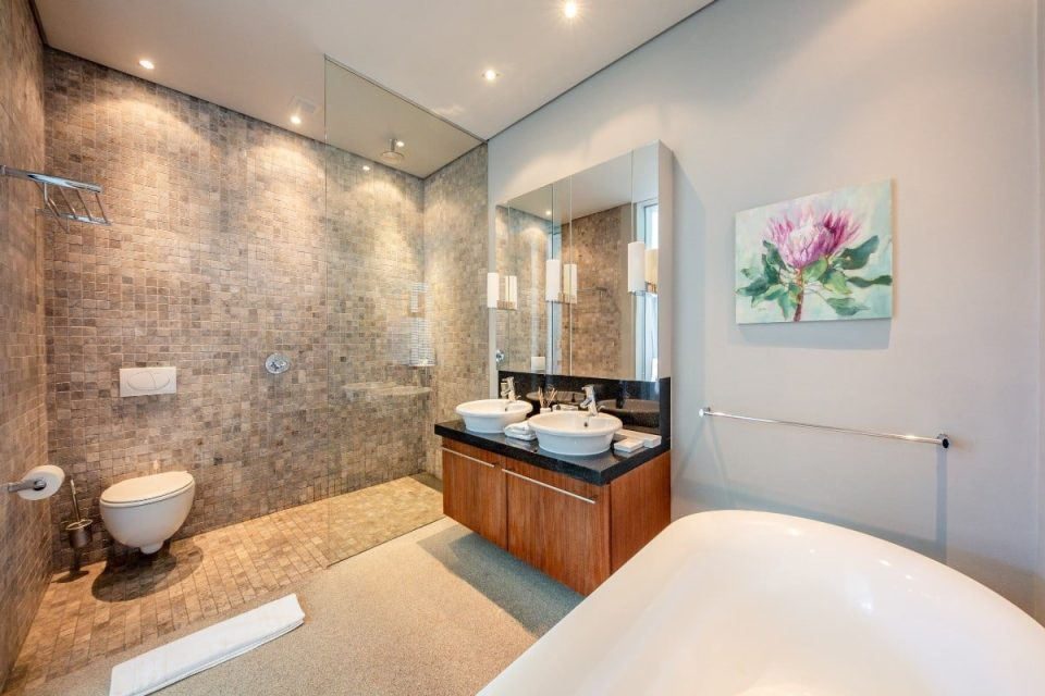 Loader Villa - En-suite to master