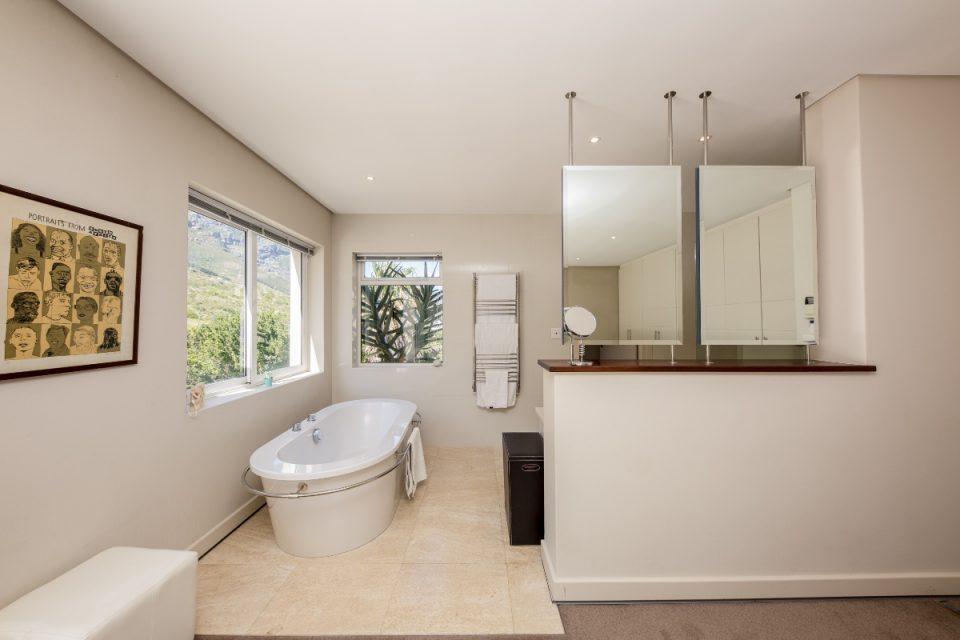 Theresa Views Villa - Main bathroom