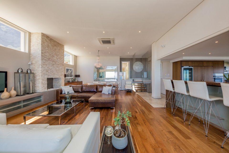 Theresa Views Villa - Living room