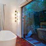 Eames Villa - Bath with views