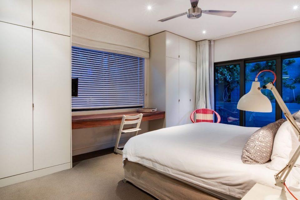 Eames Villa - Guest Room