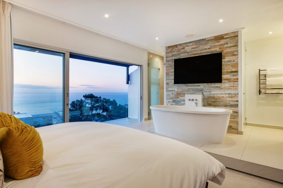 Malibu - Master bedroom with views