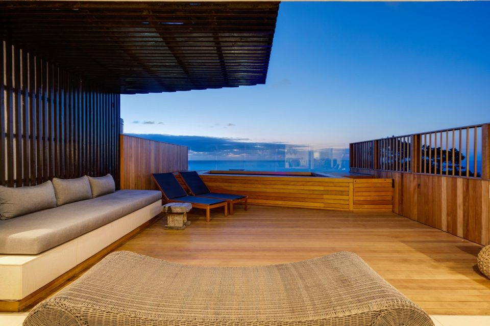 Malibu - Outdoor seating & views