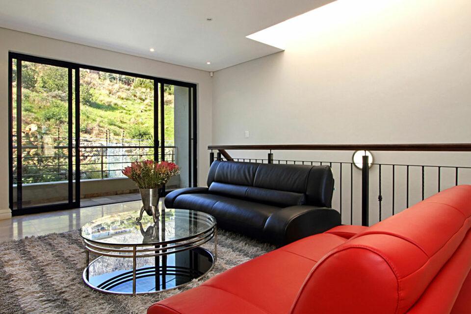 Medburn Views Penthouse - Upstairs Lounge