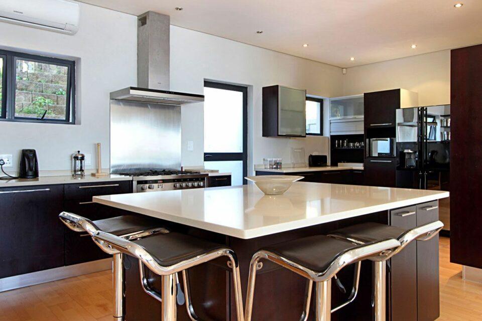 Medburn Views Penthouse - Kitchen