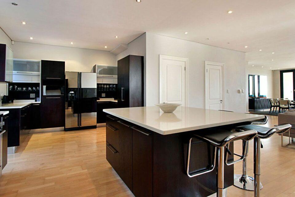 Medburn Views Penthouse - Large Kitchen