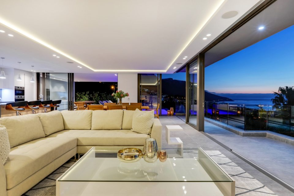 Skyline Main - Living room with views