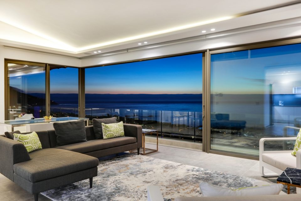 Skyline Penthouse - Living room with views
