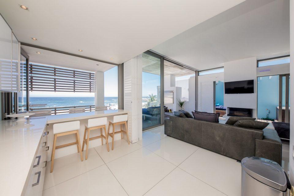 15 Views Penthouse - Open plan kitchen