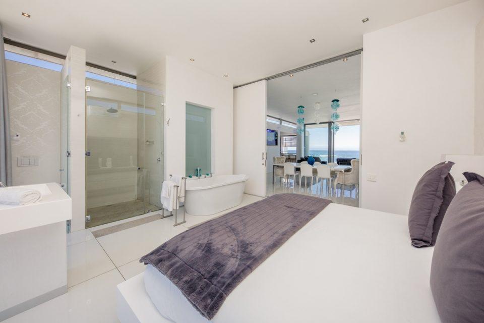 15 Views Penthouse - Main room
