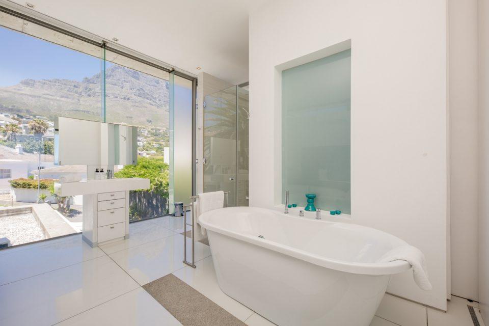 15 Views Penthouse - Open plan en-suite