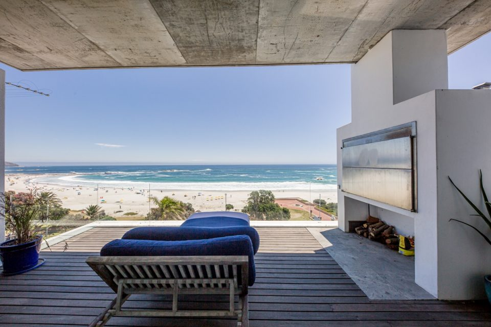 15 Views Penthouse - Balcony & Braai
