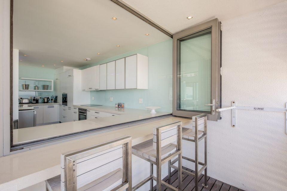 15 Views Penthouse - Seating