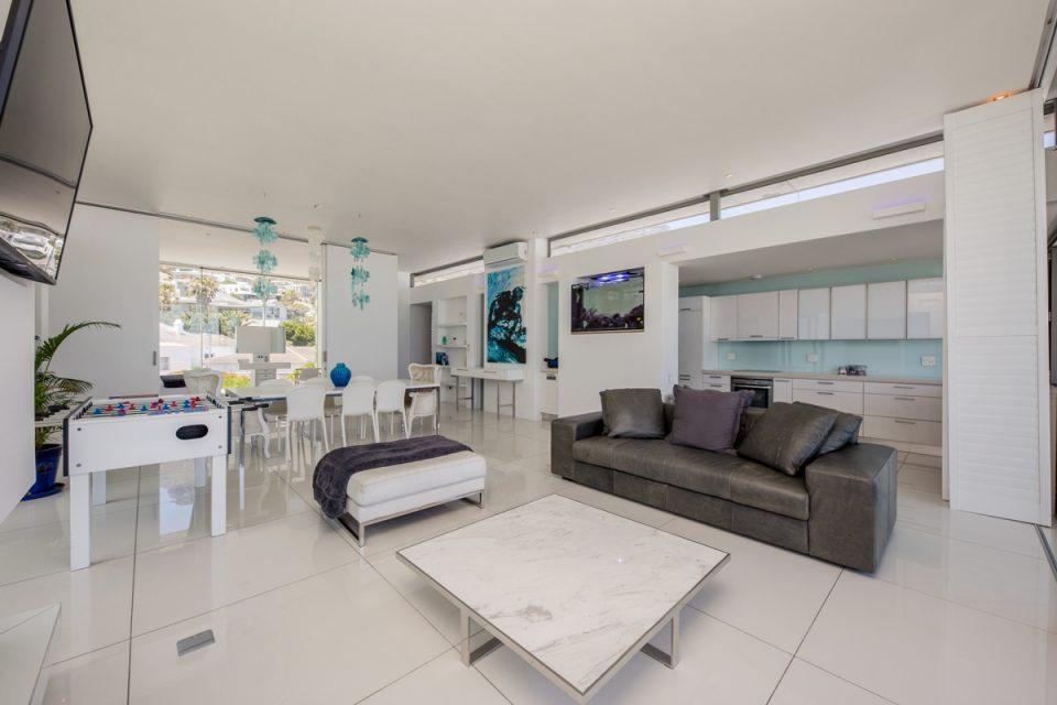 15 Views Penthouse - Living room