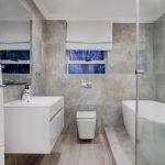 Alpha on the Bay - Shared bathroom