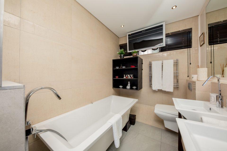 Benoa - En-suite bathroom