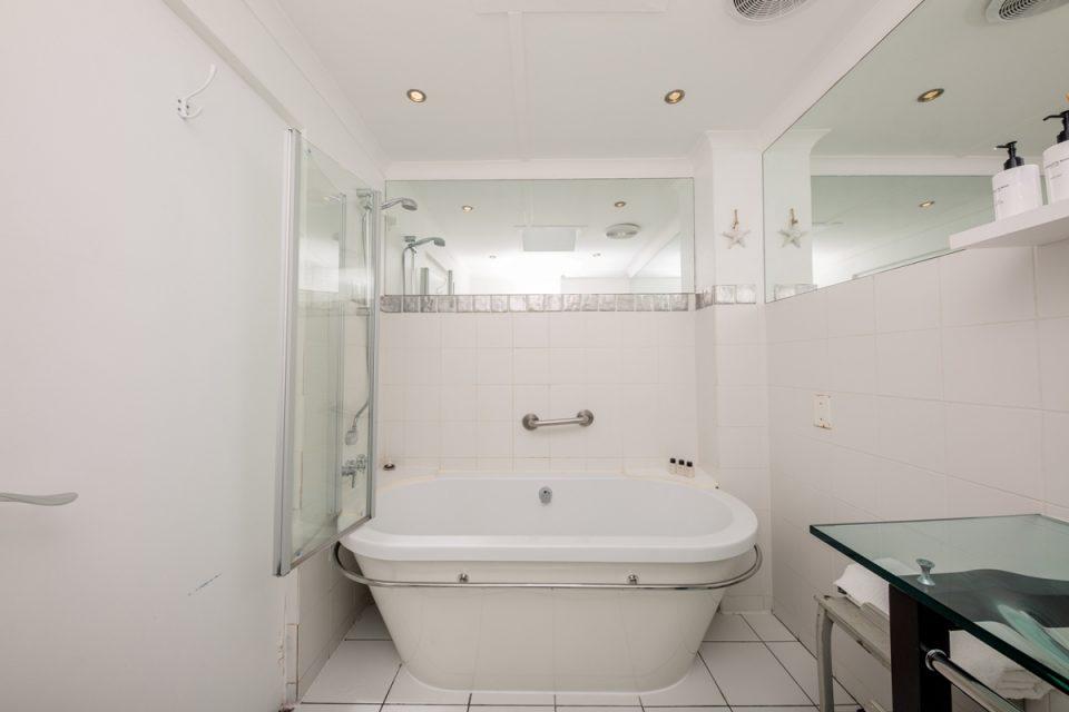 Indigo Bay - The Bay - Bathroom
