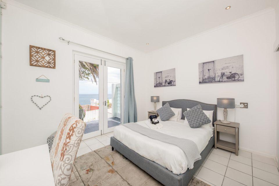 Indigo Bay - The Boat - Bedroom