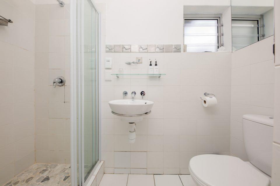 Indigo Bay - The Boat - Bathroom